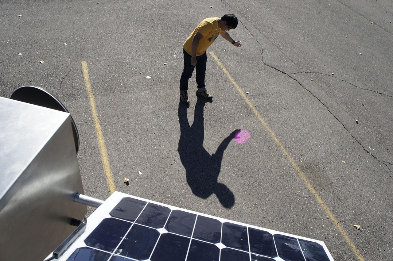 Solar Pink Pong. Interactive installation. Assocreation – Studio parking lot, Ann Arbor, MI (USA). Video still: Assocreation.
